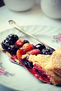 Galette with Cherries Cherries, Cook, Baking, Ethnic Recipes, Pies, Maraschino Cherries, Cherry Fruit, Bakken, Backen