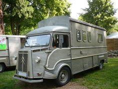 Camping-car : vintage, rétro, insolite, loufoques, encore et encore. Camper Caravan, Truck Camper, Camper Van, Campers, Citroen Type H, Citroen H Van, Classic Trucks, Classic Cars, Vintage Rv