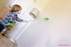 Nettoyage des murs avec un swiffer avant de peinturer