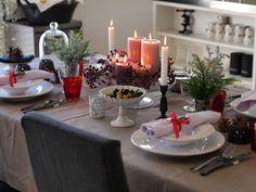 テーブルがシンプルな時は、思いきって大ぶりの木の枝を飾ってみて。それだけで空間がパッと華やぎます。
