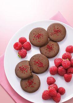 ゴディバから限定クッキー発売 - 甘酸っぱいラズベリーチョコを、ココアのラングドシャでサンド - http://www.fashion-press.net/news/15658