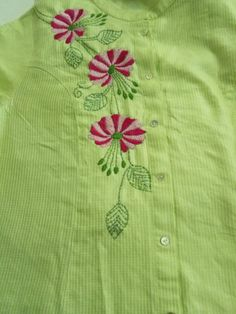 Embroidery On Kurtis, Hand Embroidery Dress, Kurti Embroidery Design, Embroidery On Clothes, Flower Embroidery Designs, Hand Embroidery Stitches, Machine Embroidery Designs, Kutch Work Designs, Hand Work Design