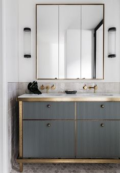 Weekend Eye Candy See all our stylish art deco bathrooms design ideas. Art Deco inspired black and white design. Art Deco Bathroom, Modern Bathroom, Small Bathroom, Bathroom Ideas, Bathroom Remodeling, Gold Bathroom, Master Bathroom, Bathroom Designs, Rental Bathroom