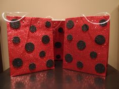 Ladybug loot bags for kids birthday party! Make these bags plus other spring themed bags like this for party