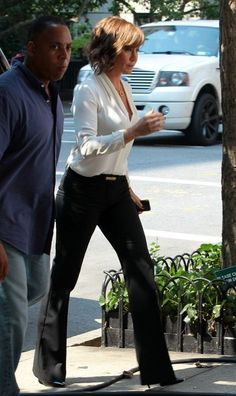 That is a really nice outfit. Jennifer Aniston