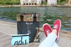 Tas van gerecycled materiaal. www.labetassen.nl Vans Authentic, Lifestyle, Sneakers, Shoes, Shape, Cosmetic Bag, So Done, Totes, Tennis