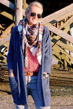 """Nina von Hedinaeht ist bereits Montag mit einem tollen Oversize-Mantel """"um die Ecke"""" gekommen. Bereits im Probenähen und im kurzfristigen Designbeispielnähen gab es eine tolle FrauAva n…"""