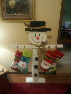 Discover thousands of images about Christmas stocking stand (Or maybe with clothespins all around for Christmas card display -M) Christmas Wood Crafts, Snowman Crafts, Homemade Christmas, Christmas Projects, Holiday Crafts, Christmas Ornaments, Christmas Ideas, Christmas Stocking Stand, Christmas Stockings