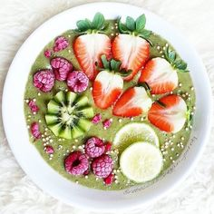 Green Energy Smoothie Bowl by @rebeccas_vegan_journey - Made with the @yoursuperfoods Energy Bomb Mix! This blend contains raw organic guarana acai maca lucuma & banana and gives you long term energy WITHOUT nasty caffeine crashes! - Tag somebody who needs an extra kick of energy in the morning#energybomb #yoursuperfoods by yoursuperfoods