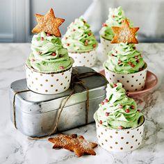 Joulukuusen muotoiset, mehevät piparimuffinit maistuvat joululta. Piparimuffinit sopivat hyvin esimerkiksi joulumyyjäisiin tai pikkujouluihin.