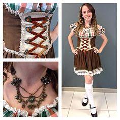 #oktoberfest continua aqui em Blumenau e os looks típicos também! Gostaram do traje da Bea? O colar dela tem vários símbolos da festa: O caneco de chopp, a comida típica e a flor de edelweiss, representando o amor ♥ #festa #oktoberfestblumenau