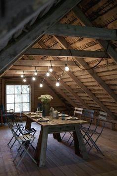 Carpentry apparent: the charm simply! - Trendy Home Decorations Attic Bedrooms, Basement Bedrooms, Attic Renovation, Attic Remodel, Design Loft, House Design, Design Design, Garage Plans With Loft, Barn Loft