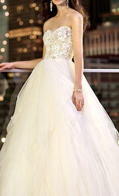 Elegant flowy wedding dress