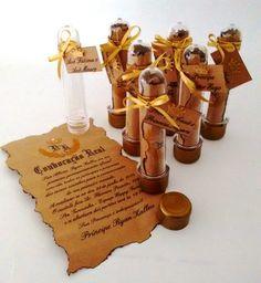 Convite estilo pergaminho, todo personalizado, em papel kraft, queimado manualmente, vai dentro do tubet personlaizado com o nome do convidado.