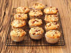 Apfel-Haselnuss-Muffins ist ein Rezept mit frischen Zutaten aus der Kategorie Muffins. Probieren Sie dieses und weitere Rezepte von EAT SMARTER!