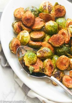 Balsamic Baked Brussel Sprouts - golden brown, crispy and tasty Brussel Sprouts tossed in olive, creole and balsamic vinegar mixture. Quick and easy side dish , for easter that will become your new healthy addiction. Balsamic Brussel Sprouts, Masterchef Recipes, Tasty Vegetarian Recipes, Delicious Recipes, Best Thanksgiving Recipes, Veggie Delight, Mediterranean Diet Recipes, Side Dishes Easy, Healthy Meals
