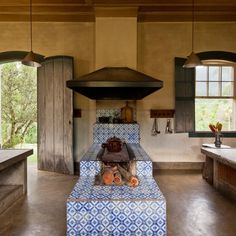 Take your vacation house decor to the next level with these tropical-chic homes Architectural Digest, Plantation Homes, Cozy Cottage, Rustic Kitchen, Home Interior Design, Home Kitchens, Architecture Design, Kitchen Design, House Plans