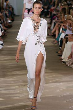 Beatiful dress from #MoniqueLhuillier en Fashion Week .