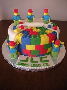 Bolos decorados Lego - http://www.boloaniversario.com/bolos-decorados-lego/
