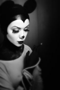 Wouldn't mind being this gorgeous Minnie for Halloween.