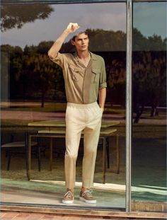 Frames of Summer: Arthur Gosse Dons Chic Mango Man Styles (The Fashionisto) French Man, Outfits Hombre, The Fashionisto, Navy Blue Shirts, Poses For Men, Mens Trends, Formal Shirts, Mens Suits, Boho