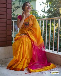 Handloom Cotton Resham with Woven Sequined Palla – Amrapali Boutique Lehenga Designs, Cotton Saree Designs, Bengali Saree, Indian Sarees, Bengali Bride, Ethnic Sarees, Bollywood Saree, Saree Blouse Patterns, Saree Blouse Designs