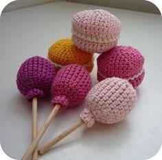 Candy For Children or Dolls =) Free Pattern in it Crochet Cake, Crochet Food, Love Crochet, Learn To Crochet, Knit Crochet, Knitting Patterns, Crochet Patterns, Crochet Photo Props, Popular Crochet