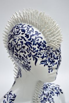 Juliette Clovis - Contemporary Porcelain - Unique contemporary ceramic sculptures, made in Limoges porcelain. Porcelain Ceramics, Ceramic Pottery, Pottery Art, Ceramic Art, Contemporary Ceramics, Contemporary Artists, Art Mannequin, Ceramic Sculpture Figurative, Ceramic Sculptures
