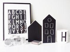 DIY Wooden small black houses. #chalkboard #blackboard #decorhome www.facebook.com/kotona.sisustustuotteet