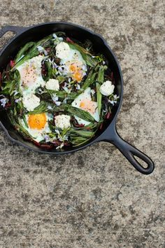 Spring Greens Skillet with ramps + chard- easy, healthy + totally delicious! In honor of my beautiful and ramp obsessed friend Megan! First on the list next ramp season! Quick Dinner Recipes, Quick Meals, Egg Recipes, Healthy Recipes, Yummy Eats, Yummy Food, Fussy Eaters, Cast Iron Cooking