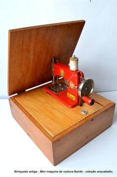 Antigo Brinquedo Mini Maquina de Costura de metal