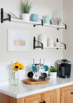 Love the brackets on these open kitchen shelves eclecticallyvintage.com