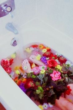 nostalgic, dreamy, girl lays in filling bathtub with many colored roses and flowers, lomography, water Frida Art, Retro, Before Wedding, Flower Aesthetic, Soft Grunge, Ikebana, Art Photography, Bloom, Creative