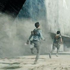 OH MY GOD I REVERSED THIS GIF AND YOU CAN ACTUALLY SEE HOW RIDICULOUS DYLAN'S RUNNING STYLE IS
