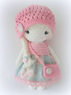 Link to lots of beautiful dolls or purchase completed dolls. No pattern