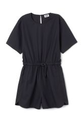<p>The Tennis Jumpsuit plays with a sporty reference with its structured material and minimal design details. It has a flattering slit at the back, a round neck and a banded waistline with a belt and a plastic buckle.<br /><br />-The model is 178 cm tall and wears size 38, that measures 108 cm in chest circumference, 8 cm ininseam and40,50 cm in sleeve length.<br /></p>