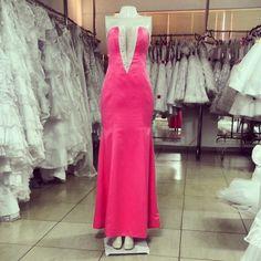 Cor, decote e detalhes encantadores... <3 #prom #promdresses #graduation #party #dresses #style #glam