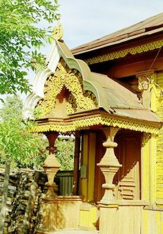 Russian wooden house. Carved decorations of the entrance. #Russian #wooden #house #carving