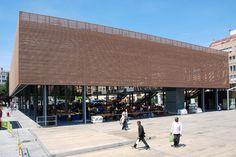 Cubierta fotovoltáica en Figueres / Cáceres Arquitectos
