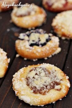 Moravské vdolky s hruškovými povidly Cookie Desserts, Doughnut, Muffin, Cookies, Breakfast, Crack Crackers, Morning Coffee, Biscuits, Muffins