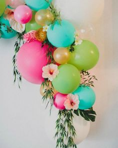 17 Fun Ways to Bring the Balloon Wall Trend to Your Next Party Such a beautiful way to incorporate bright colored balloons, flowers and greenery. Would be awesome decor at a Hawaiian Luau themed Baby Shower Flamingo Party, Hawaian Party, Luau Baby Showers, Hawaiian Birthday, Hawaii Birthday Party, Hawaiian Luau Party, Moana Birthday Party Ideas, Aloha Party, Spring Birthday Party Ideas