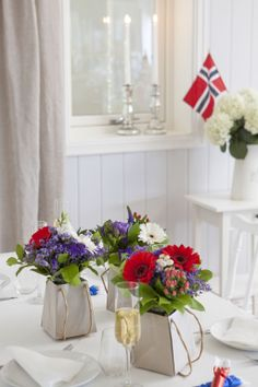 Syttende Mai Ideas That You Should Know - lestcook May Celebrations, May 17, 70th Birthday, Happy Birthday, Table Arrangements, Style And Grace, Popular Recipes, Norway, Summertime