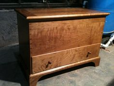 Shaker Blanket Chest, this shaker blanket chest is made of Cherry. The case is constructed with dovetails, as well as the drawer. The top has breadboa… Woodworking Basics, Woodworking Clamps, Woodworking As A Hobby, Woodworking Projects, Blanket Box, Blanket Chest, Shaker Style Furniture, Furniture Design, Wine Rack Plans