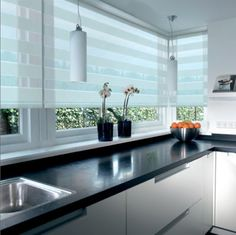 New Photo Kitchen Blinds roller Ideas Kitchen window blinds are an important aspect of interior design for kitchens of all varieties. No matter the décor and Kitchen Window Blinds, Blinds For Windows, Curtains With Blinds, Kitchen Curtains, Home Room Design, Interior Design Kitchen, Home Decor Kitchen, Home Kitchens, Kitchen Modern