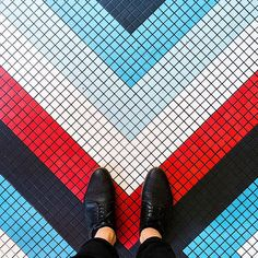 75003 - Rue Saint Martin #parisianfloors#ihavethisthingwithfloors#ihavethisthingwithparisianfloors#fromwhereistand#selfeet#paris#leparisien#bistro#pattern#design#interiordesign#architecture#tiles#mosaic#carrelage#shoes#hudsonshoes#leparisiencafe