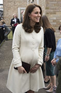 Kate Middleton Photos - Catherine, The Duchess of Cambridge arrives to learn about the work of the charity Family Links which works closely with schools nationwide to support both children and parents with their emotional health and wellbeing, with an emphasis on early intervention during a visit to Pegasus Primary School in Oxford on March 6, 2018 in Oxford, England. - The Duchess Of Cambridge Visits Family Links