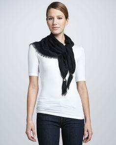 http://dezineonline.com/gucci-sirenis-triangle-scarf-black-p-1135.html