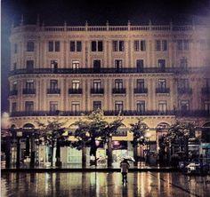 El edificio de nuestro Pasaje, en una noche de lluvia