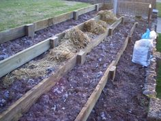 New backyard ideas sloped yard flower beds Ideas Sloped Yard, Sloped Backyard, Backyard Playground, Backyard Ideas, Terraced Backyard, Hillside Garden, Hillside Landscaping, Terrace Garden, Sloping Garden
