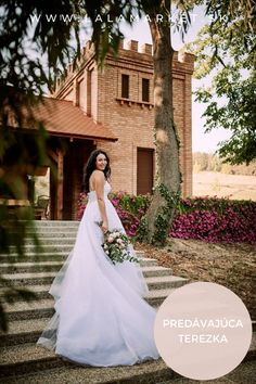 Cena: 600 € Silueta: A-Línia Veľkosť na štítku: 36 (EU) Značka/dizajnér: ELLY haute couture Stav: Použité (oblečené na svadbe) #svadobnesaty #svadba #nevesta #weddingdress #wedding #bride Silhouettes, Wedding Dresses, Fashion, Haute Couture, Bride Dresses, Moda, Bridal Gowns, Fashion Styles, Weeding Dresses